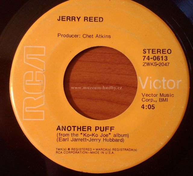 Songtext von Jerry Reed - Another Puff Lyrics